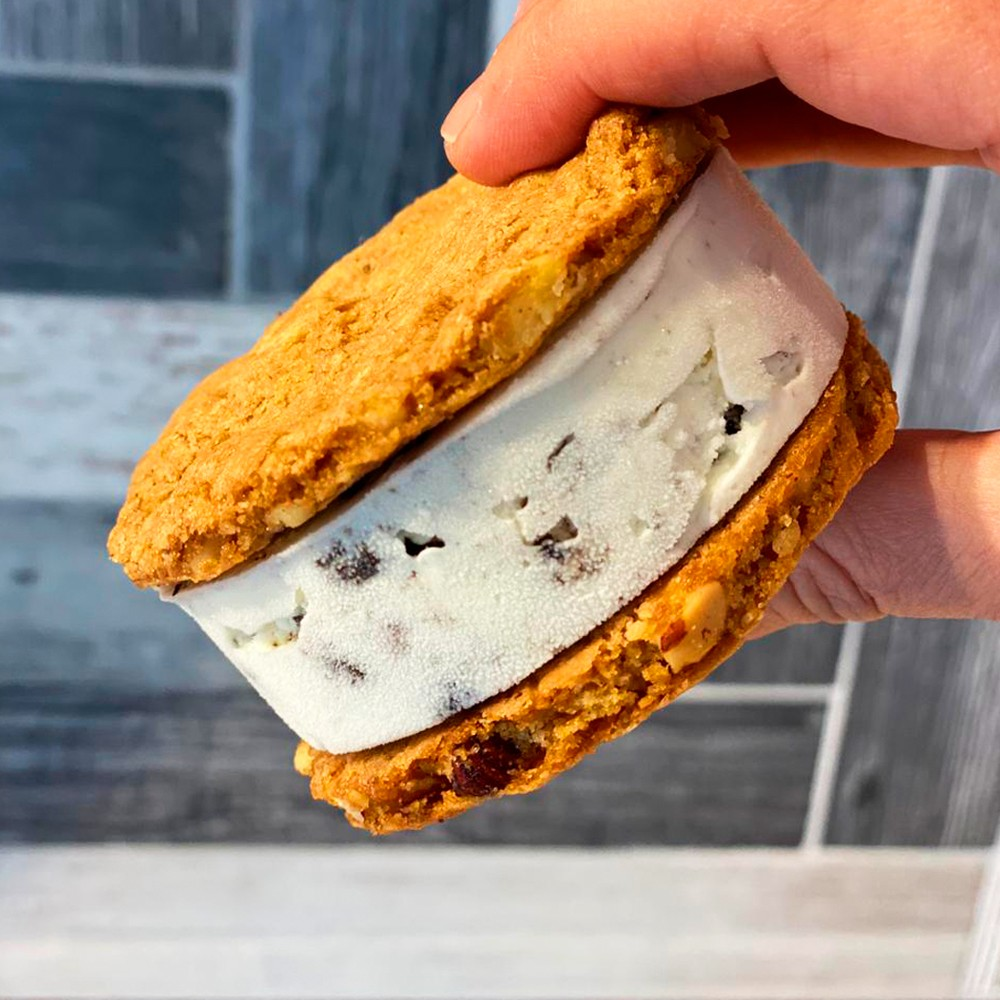 SANDWICH COOKIES ICE CREAM